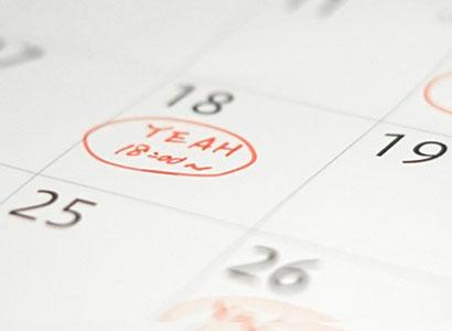 算数レッスンの予定を書き込んだカレンダー